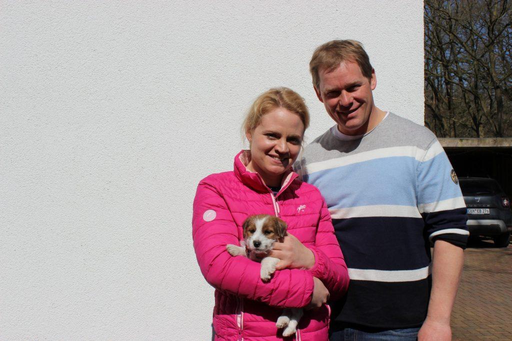 Jill-Ciwi lebt zusammen mit weiteren Hunden und Pferden in Gronau